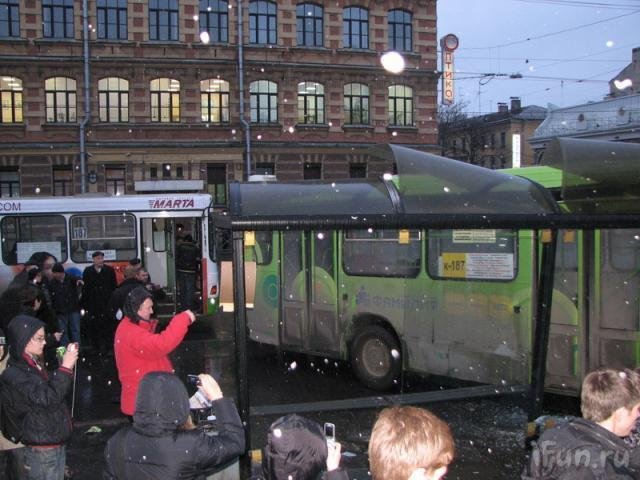 bus crashes bus stop in st. petersburg 3