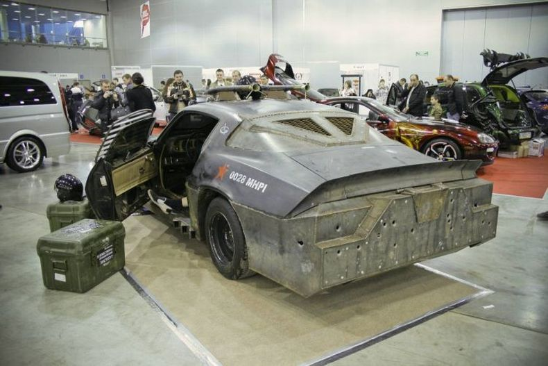 Chevrolet Camaro Mad Max style 9