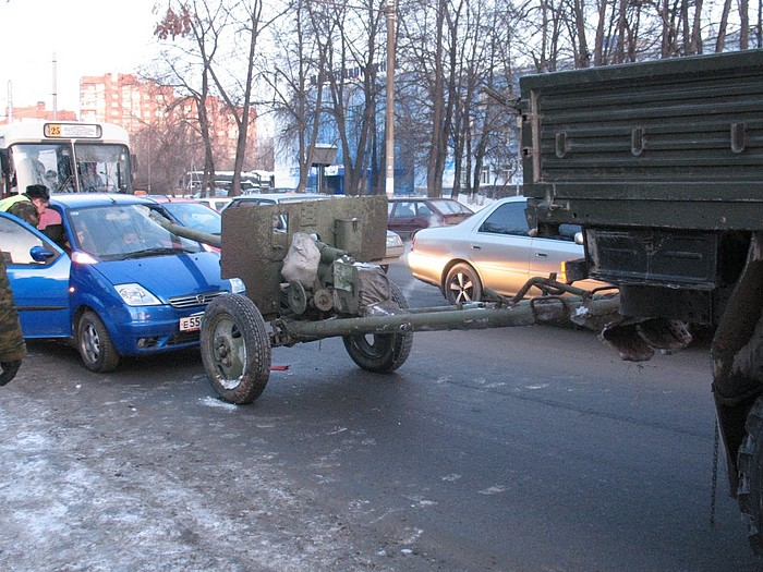 car crashes into canon in Russia 3
