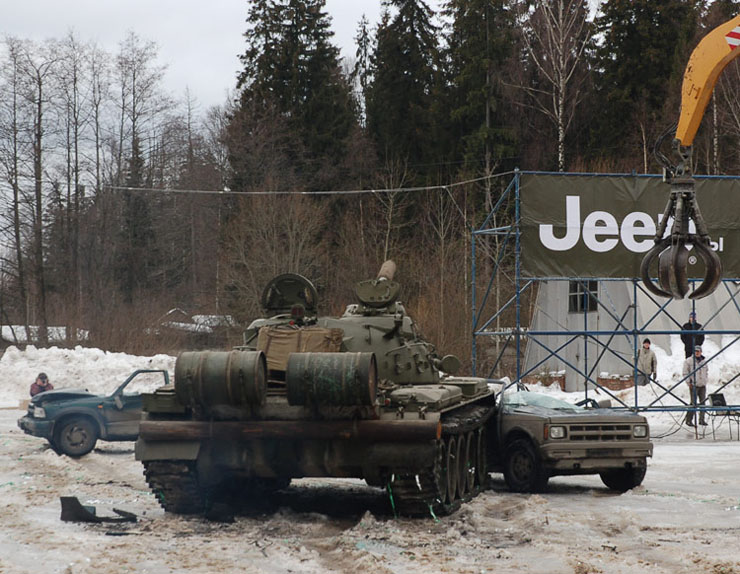Russians smash American cars with a tank!  18