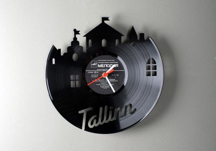 Clocks Made of Vynil Discs 1