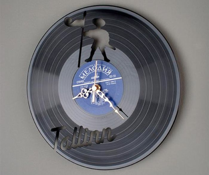 Clocks Made of Vynil Discs 11