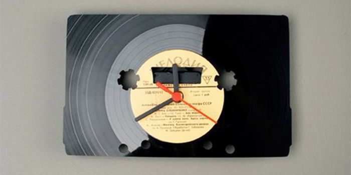 Clocks Made of Vynil Discs 13