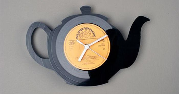 Clocks Made of Vynil Discs 16