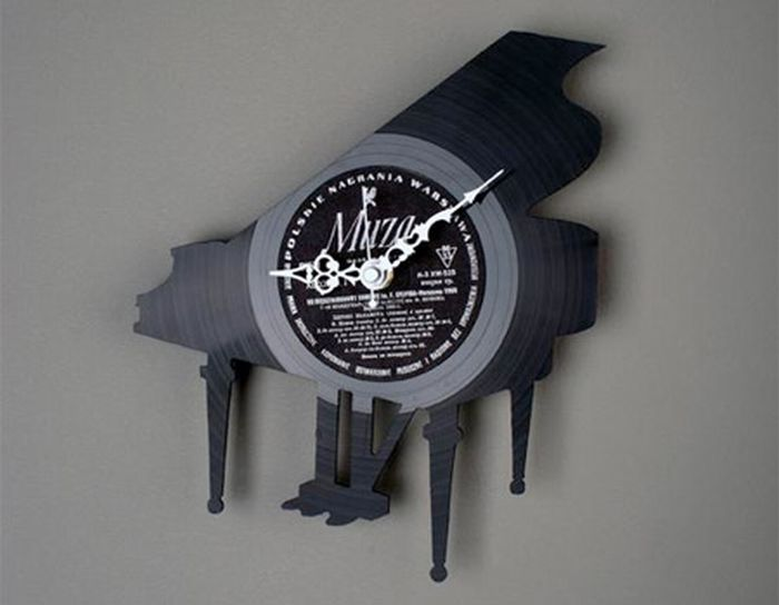 Clocks Made of Vynil Discs 4