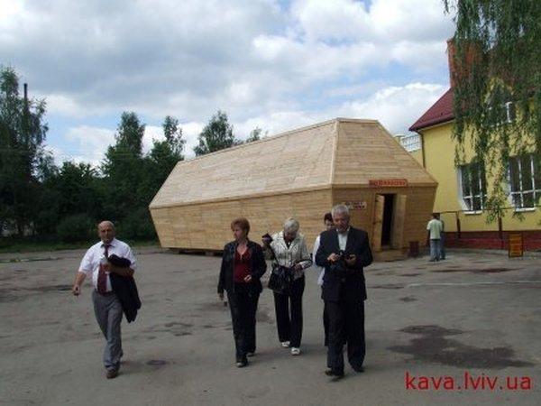 Russian coffin shaped resaurant in Ukraine 1