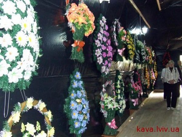 Russian coffin shaped resaurant in Ukraine 10