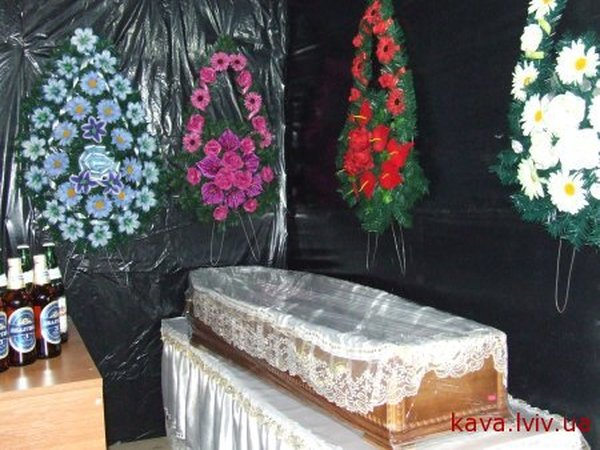 Russian coffin shaped resaurant in Ukraine 8