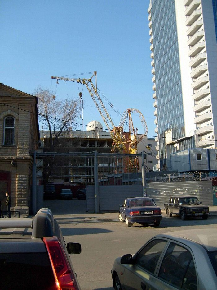 Russian construction crane got tired 2