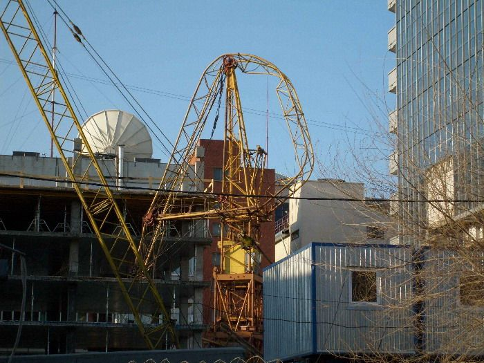 Russian construction crane got tired 4