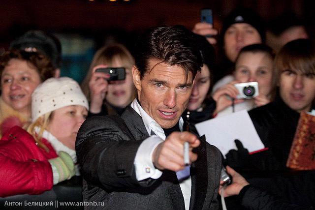 Tom Cruise in Russia meeting Russian girls 4