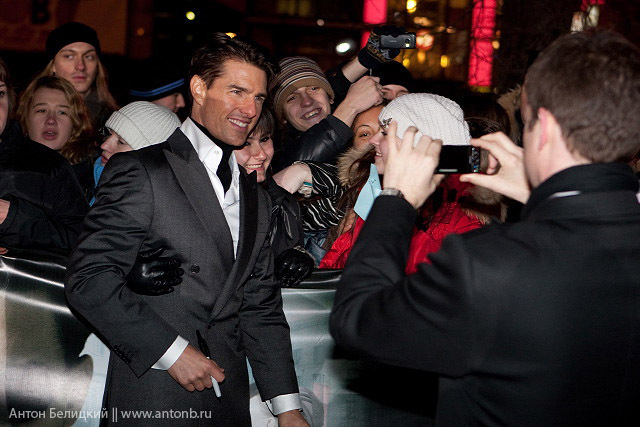 Tom Cruise in Russia meeting Russian girls 5