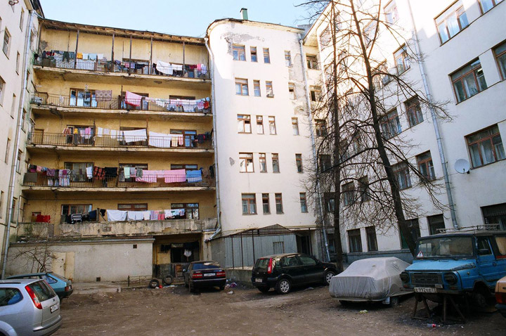 atypical moscow court yard 2