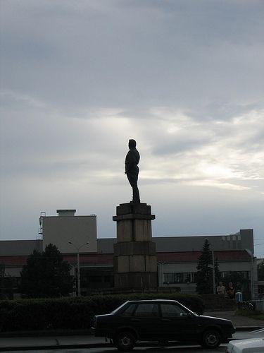Strange angle of view on Lenin monuments 1