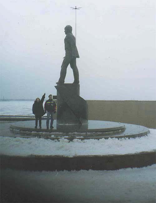 Strange angle of view on Lenin monuments 6