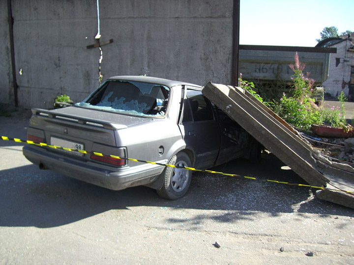 never park the cars near the fences in Russia 3