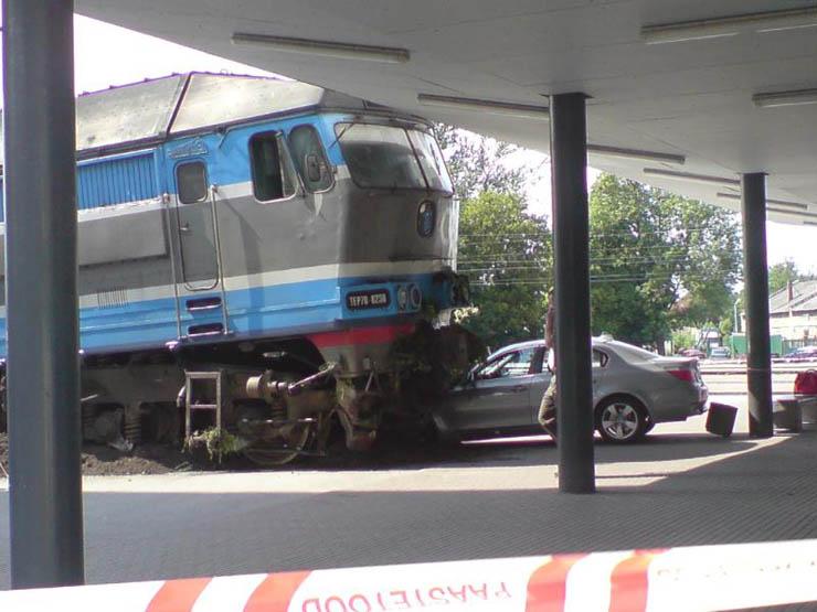Estonian train hit car 4