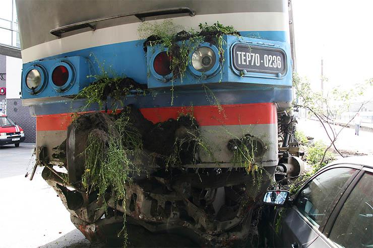 Estonian train hit car 3