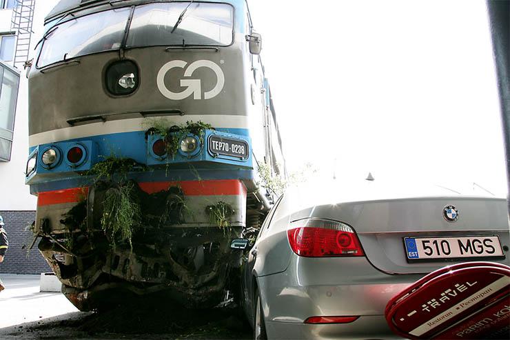 Estonian train hit car 2