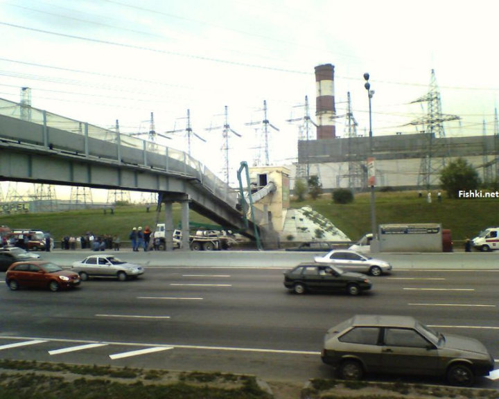 concrete mixer crashed into the bridge 10