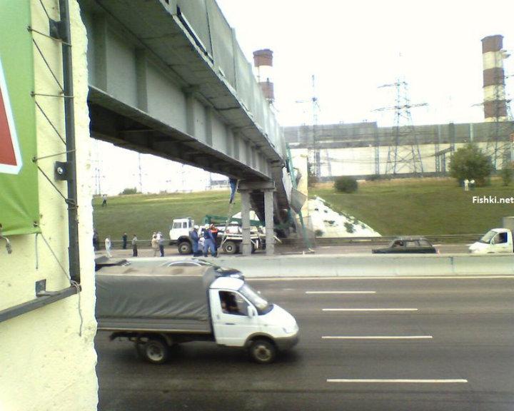 concrete mixer crashed into the bridge 11