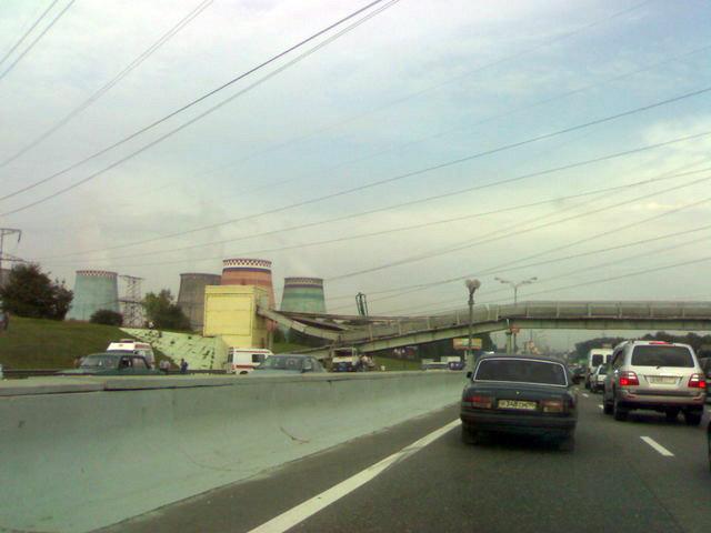 concrete mixer crashed into the bridge 2