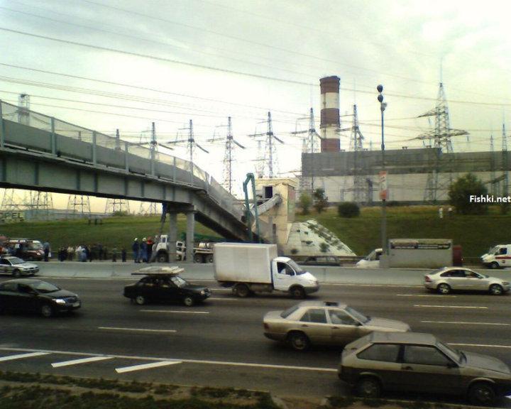 concrete mixer crashed into the bridge 7