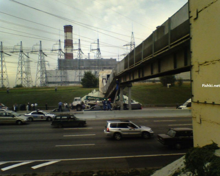 concrete mixer crashed into the bridge 8