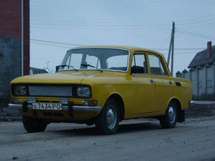 Epic Tuning of an Old Moskvich? 1