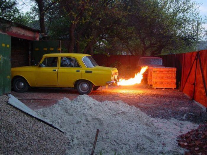 Epic Tuning of an Old Moskvich? 3