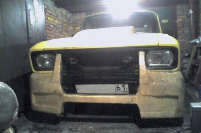 Epic Tuning of an Old Moskvich? 4