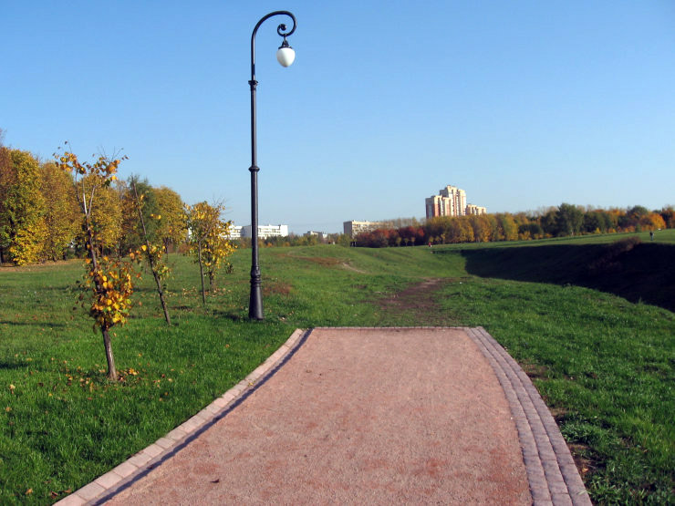 Fake roads in Russian parks 5