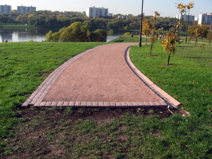 Fake roads in Russian parks 8