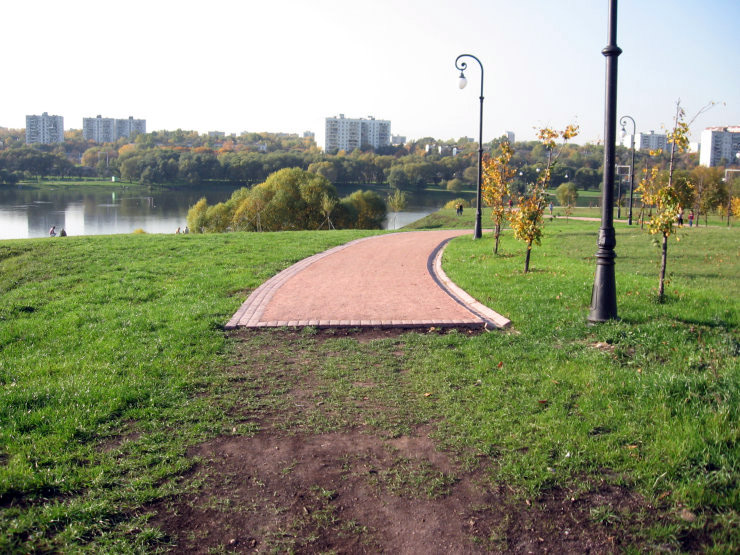 Fake roads in Russian parks 9
