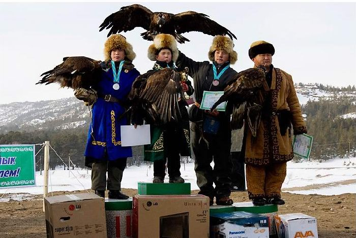 Hunting with falcons in Kazakhstan, Russia 13