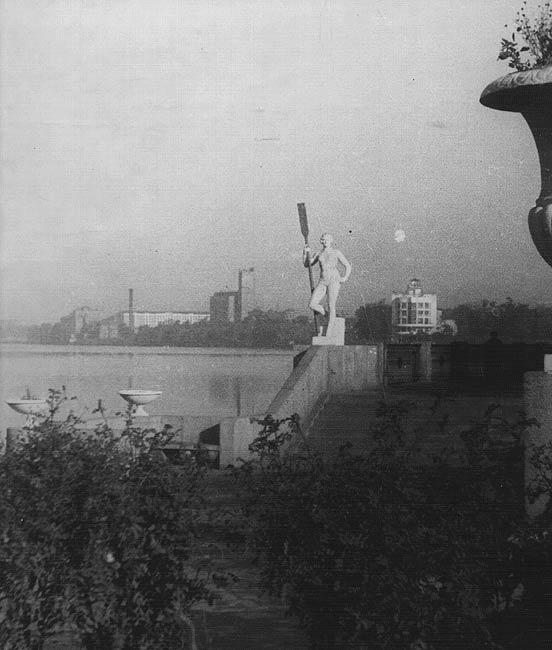 feminine symbol of the USSR 3