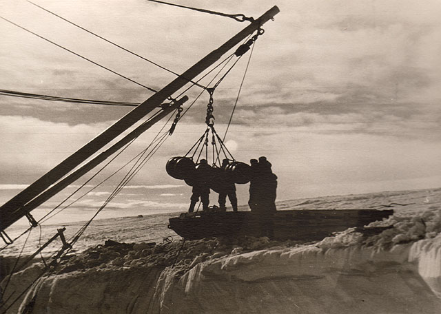 first Russian expedition to Antarctics in 1950 25