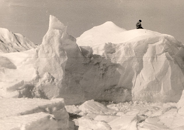 first Russian expedition to Antarctics in 1950 32