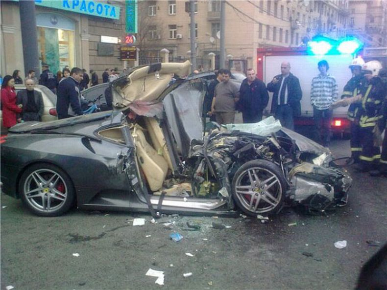 Russian ferrari crash