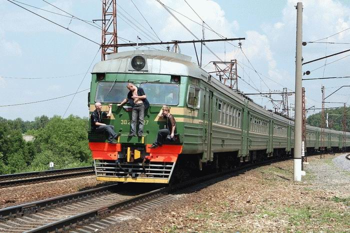 Russian kids take a free train ride 1