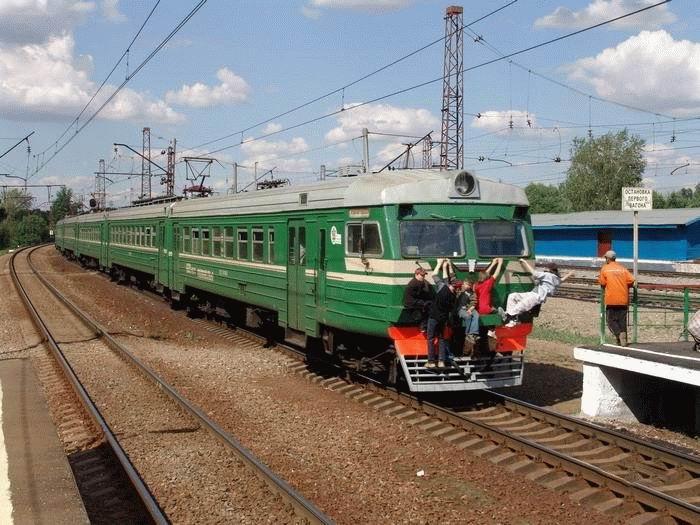 Russian kids take a free train ride 12