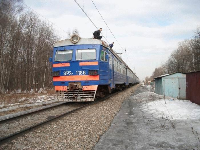 Russian kids take a free train ride 2