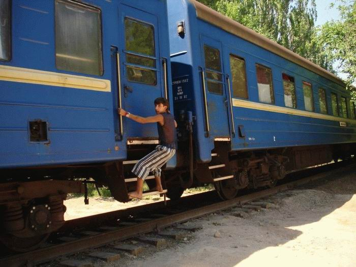 Russian kids take a free train ride 4