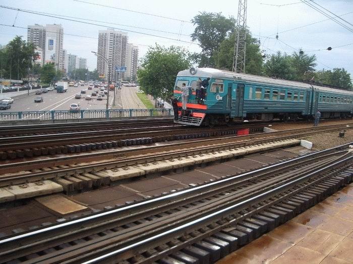 Russian kids take a free train ride 5