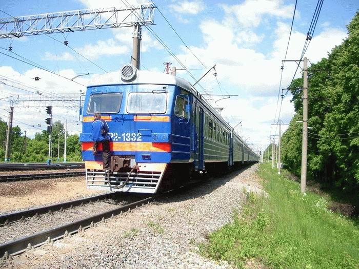 Russian kids take a free train ride 8