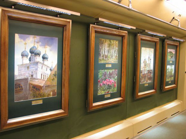 a picture gallery right inside russian metro train 4
