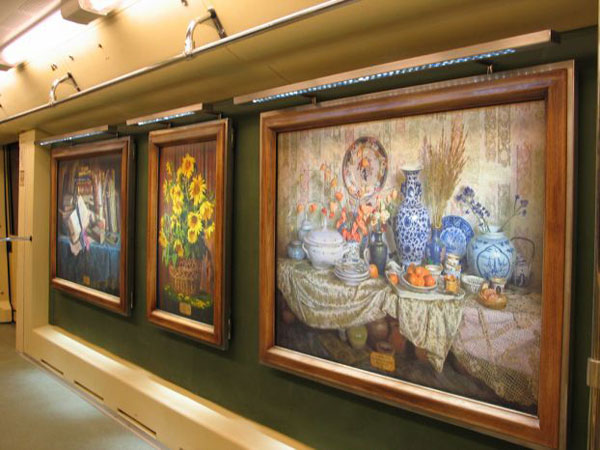 a picture gallery right inside russian metro train 6