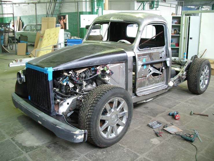 Russian old truck goes hotrod 7