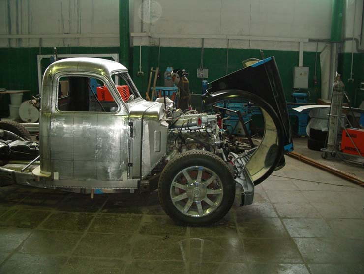 Russian old truck goes hotrod 8