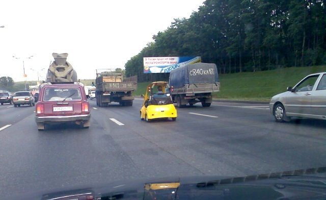 golf car spotted on the moscow dangerous highway 2